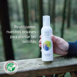 """Ya lo sabéis, teníamos muchas ganas de poder reutilizar nuestros envases de plástico y ¡Eureka! Hemos encontrado la forma de hacerlo. 💡   Vamos a recoger en nuestras tiendas físicas Amapola (Madrid, Barcelona y San Cristóbal) nuestros envases plásticos y los vamos a donar a la Asociación Segovia por el Clima, @sgxelclima para que los reutilicen como semilleros para sus """"bellotadas"""".🌳  🌱 Tu solo nos tienes que llevar el envase a las tiendas y nosotros nos encargamos del resto.  🍀 Con este pequeño gesto estarás colaborando en la plantación de miles de árboles y evitando kilos de residuos plásticos al planeta. Colabora con nosotros y ¡ayuda a salva el planeta! 🌍😌   #sgxelclima  #segoviaporelclima #amapolabio #cosmeticaecologica #cosmeticantural #cuidalosbosques #plantaarboles #reciclareducereutiliza #plantasquecuran"""