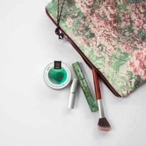 💚Deja ya de utilizar ese desodorante que, aunque te encanta como huele, es perjudicial para tu salud y la del planeta. Impulsa el cambio hacia una cosmética sin tóxicos y únete a la campaña #cambiatudesodorante. Te proponemos una alternativa eficaz y saludable.🌿  Prueba nuestros desodorantes bio sólidos, en 4 aromas diferentes y dos tamaños, 15 y 60 ml, tu cuerpo te lo agradecerá. 🤗  #organicsmagazine  #amapolabio #cambiatudesodotante #desodorantestóxicos #cosmeticaecológica #cosmeticaquetecuida