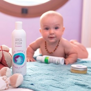 💚No hay nada tan tierno como un bebé en sus primeros meses de vida. Su piel es tersa, sonrosada, suave y casi transparente, parece invitar a que la acaricies. Es importante cuidarla desde el primer momento. Te contamos como hacerlo para no perjudicar la salud de tu bebe y la del planeta.🌿🌍 Todo en nuestro blog: http://mtr.cool/vnewmrbjwm  Los productos para tu bebé ahora  con un 15% de DTO.  #cuidadosdelbebé #amapolabio #cosmeticanatural #cosmeticaecologica #cosmeticafamiliar #pieldebebe #cuidadosinfantiles #cuidoecoamibebe