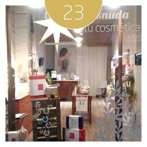 🌿Felices de haber abierto nuestra tienda en Poble Nou, el barrio más alternativo y ecológico de Barcelona, de gentes acogedoras que valoran el comercio de proximidad. Os esperamos con nuestras propuestas de regalos navideños cargados de salud y bienestar para todos. 🎁   Hoy y mañana te regalamos un 20% DTO en tus compras en la tienda de Barcelona de la calle María Aguiló, 114. Poble Nou.   Calendario de adviento🎄, cada día una sorpresa. 🎁 #advientoamapola #regalosecologicos #sorteoamapola #amapolabio #amapolabiocosmetics #regalaeco #compralocal #navidad #navidadamapola