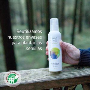"""Ya lo sabéis, teníamos muchas ganas de poder reutilizar nuestros envases de plástico y ¡Eureka! Hemos encontrado la forma de hacerlo. 💡   Vamos a recoger en nuestras tiendas físicas Amapola (Madrid, Barcelona y San Cristóbal) nuestros envases plásticos y los vamos a donar a la Asociación Segovia por el Clima, @sexto elclima para que los reutilicen como semilleros para sus """"bellotadas"""".🌳  🌱 Tu solo nos tienes que llevar el envase a las tiendas y nosotros nos encargamos del resto.  🍀 Con este pequeño gesto estarás colaborando en la plantación de miles de árboles y evitando kilos de residuos plásticos al planeta. Colabora con nosotros y ¡ayuda a salva el planeta! 🌍😌   #sgxelclima  #segoviaporelclima #amapolabio #cosmeticaecologica #cosmeticantural #cuidalosbosques #plantaarboles #reciclareducereutiliza #plantasquecuran"""