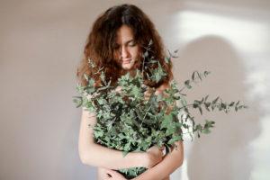 Viste tu piel con plantas